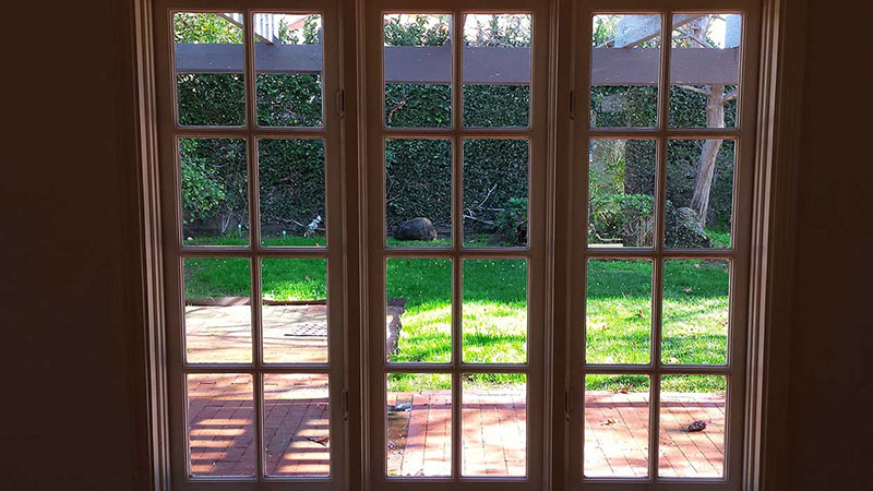 Picture of window after window cleaning in Mission Viejo by Blue Coast Window Cleaning service.